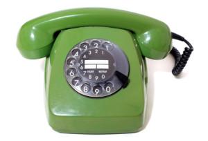 Avec le bon vieux téléphone, les conversations sont sans danger pour la santé. Mais le téléphone à touches est à recommander lui aussi, tant qu'il est relié par câble à la prise téléphonique  murale.