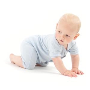 Les petits enfants s'enfuient bien vite à quatre pattes lorsqu'on les place sur une veine d'eau