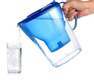 Ce dispositif filtre les particules de matière, mais l'information reste dans l'eau: le filtre à eau classique se retrouve dans de nombreux ménages.