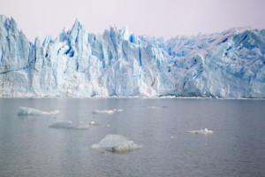 Plus de la moitié des réserves d'eau douce se trouvent dans les glaciers des Pôles.