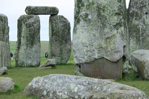 Stonehenge, Angleterre L'effet bienfaisant de nombreux lieux énergétiques est souvent dû à des intersections de puissantes veines d'eau